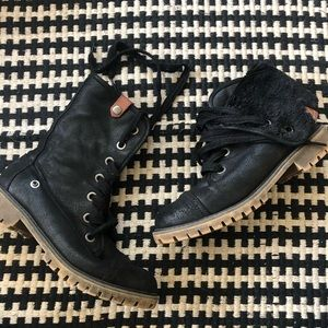 Roxy black fur lined combat boot